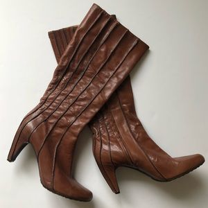 Tsubo Brown Leather Boots